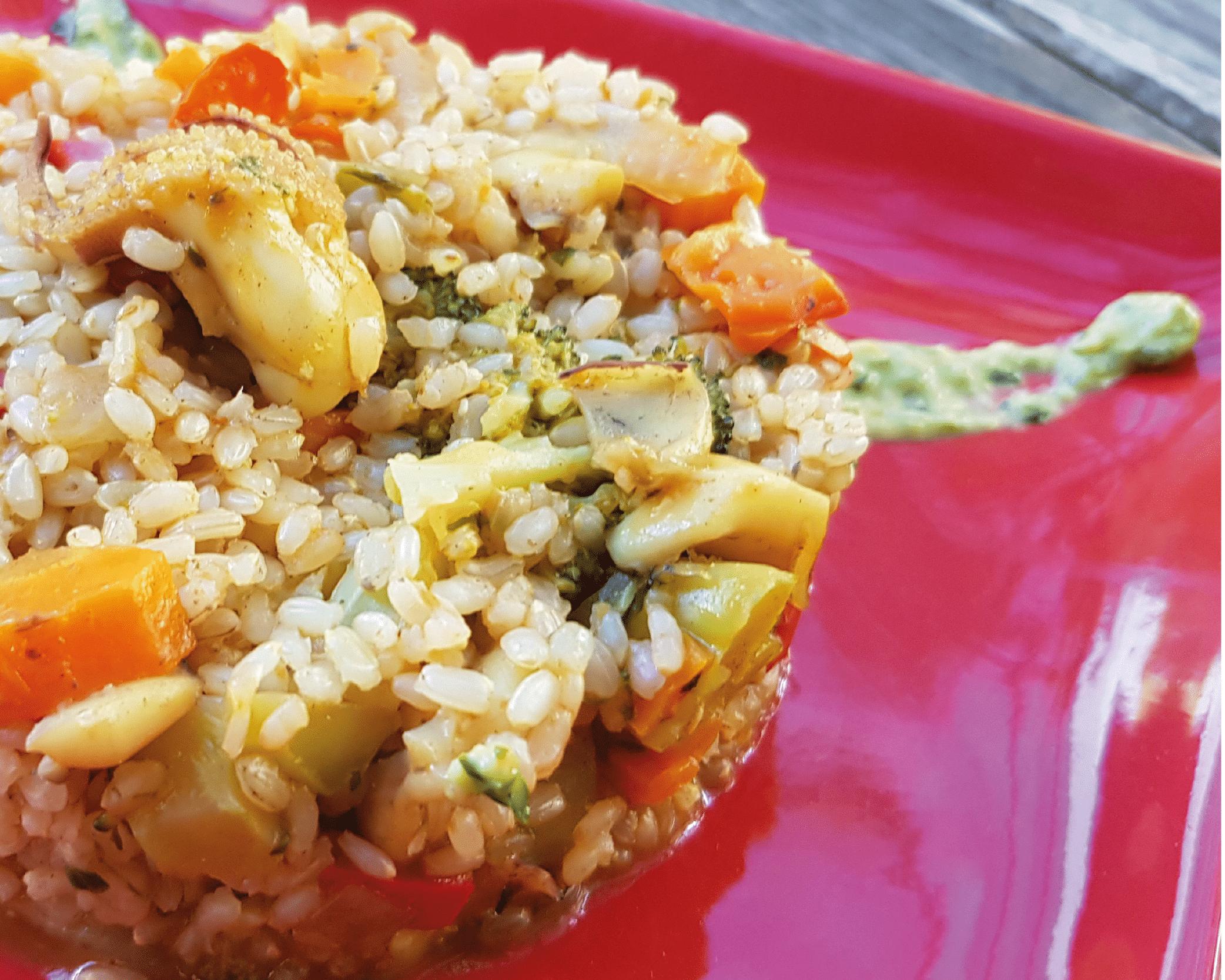 Alt=Arroz integral con sepia y verduras